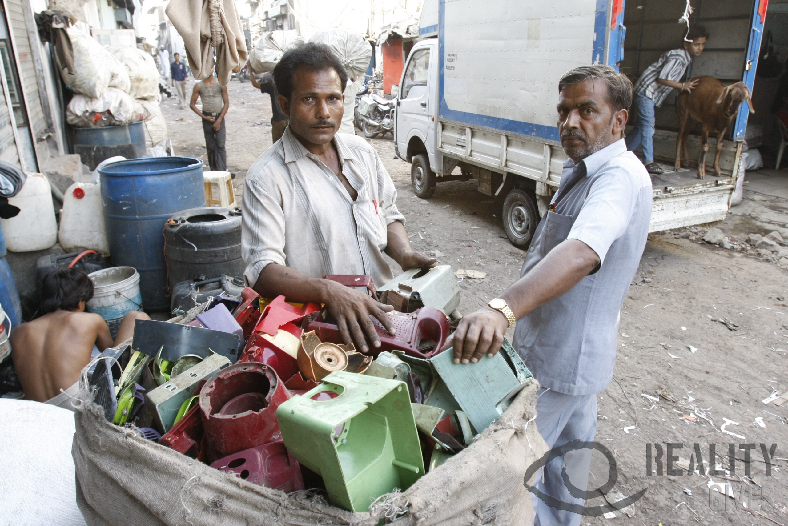 Dharavi_plastic_recycle