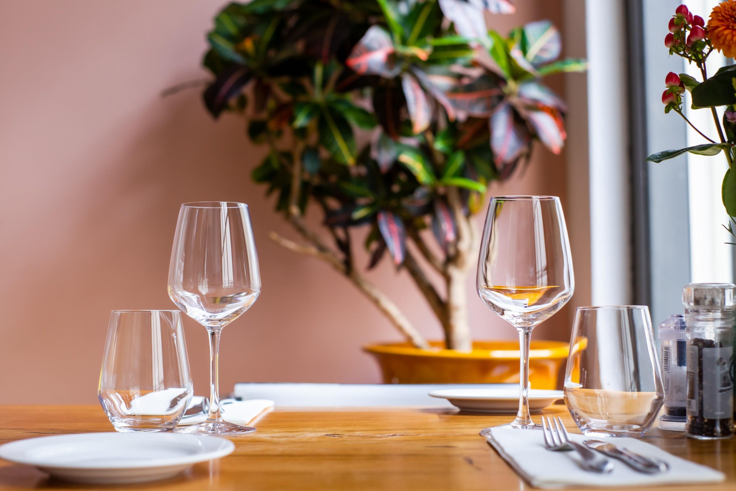 louis-hansel-restaurant-photographer-jjkOV8-L-1M-unsplash